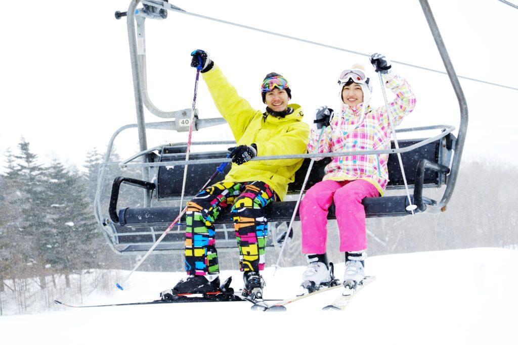 美しいイルミネーションを観に行く際にも!寒さの厳しい地域への観光にも!足の指が冷たくなるゲレンデでも!冬のゴルファーに!寒さに凍える釣り場で!厳しい寒さに絶えず晒される方へ!寒さの厳しい季節の通勤や通学時に!厚着し難い着物のインナーに!豪雪地域での生活のお供に!身体を温める 腰痛 腰痛ベルト 腰痛予防 健康サポーター 骨盤ベルト 初期妊娠 超初期妊娠 冷え性 冷え症 サポーター製造 サポーター製造会社