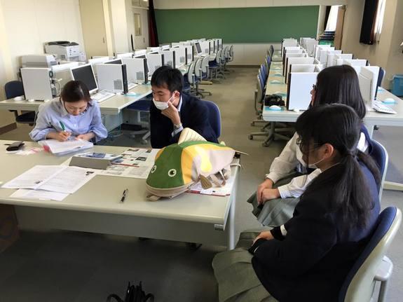 高校生と商品開発 おさかなカバン試作品